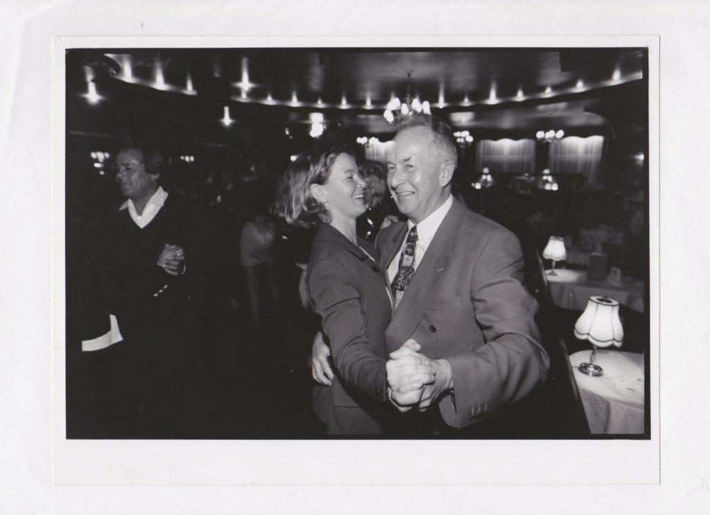 Auf Reportage im Café Keese beim Sonntagstanz, im Auftrag der Hamburger Seniorenzeitung, 1996